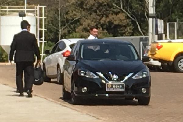 Flávio Bolsonaro frequenta academia com carro oficial do Senado