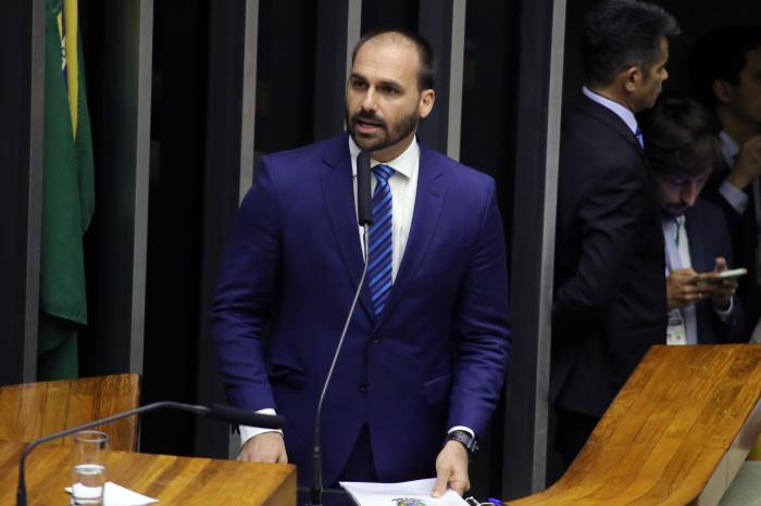 Partidos reagem e já estudam entrar no STF contra Eduardo Bolsonaro após fala sobre 'novo AI-5'