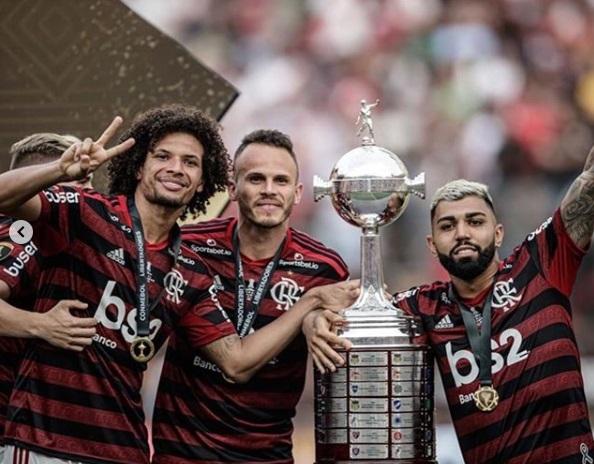 Lateral Piauiense é campeão pelo Flamengo e entra para a história como o primeiro da Libertadores