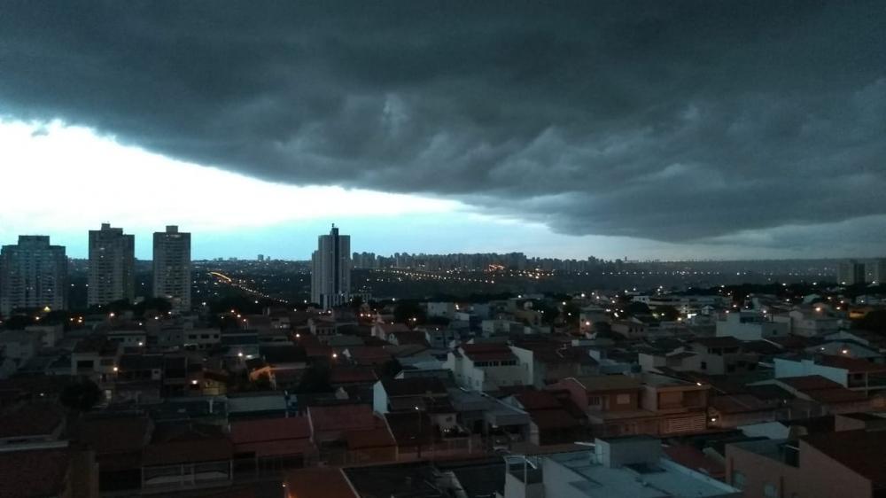 Tromba d´agua deixa Guará e regiões vizinhas no escuro