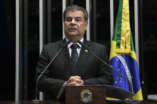 Bolsonaro tem que 'reagir à altura', diz presidente da CRE do Senado sobre Trump