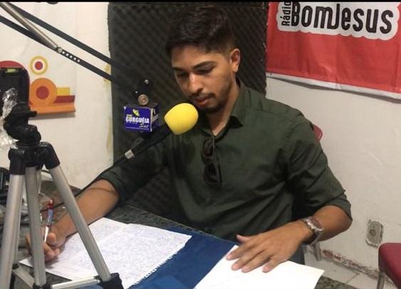 Líder Felipe Dias (PT) expõe idéias e sua forma de ser ao comunicador Samuel Barbosa em Bom Jesus