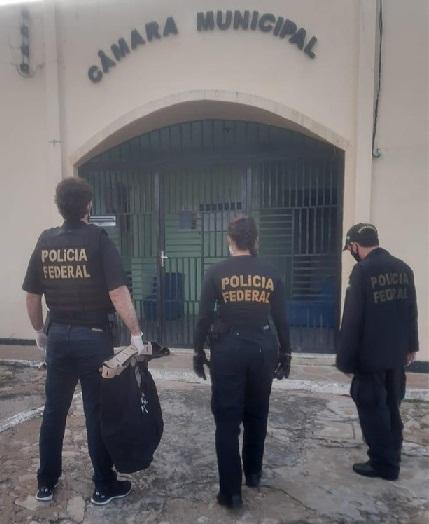 PF prende secretário de Educação e motorista que transportou R$ 370 mil