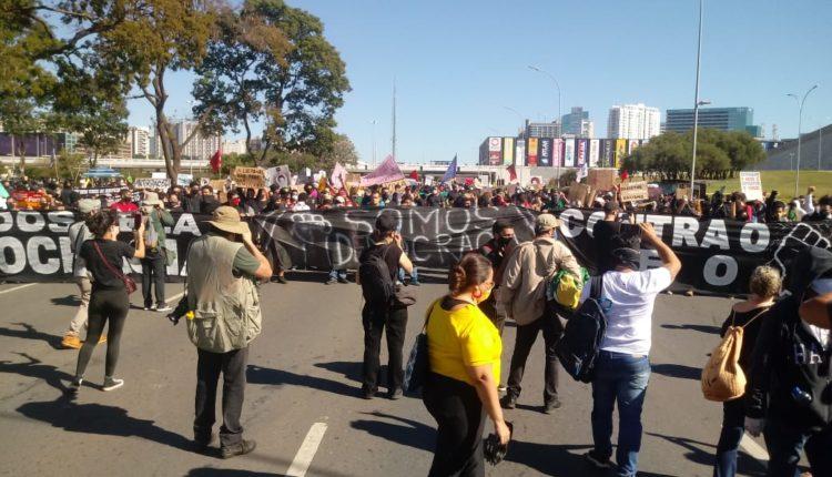 Protesto pela democracia tem início em Brasília; acompanhe