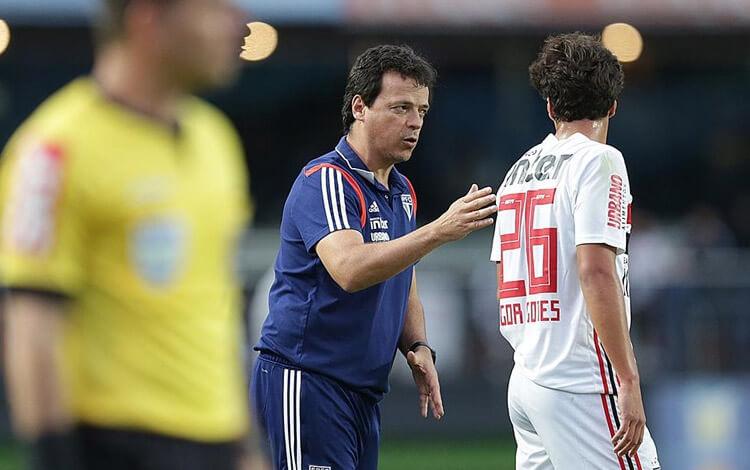 Alvo do Ajax, Igor Gomes foi de reserva de Cuca a destaque do São Paulo de Diniz
