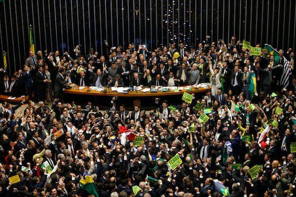Bolsonaro libera R$ 1 bilhão para Deputados votarem no seu projeto da Previdência.